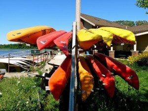 kayaks-908882_1920-300x225-2b59b304c1002de718ddefa3f3ac80ed08f94621